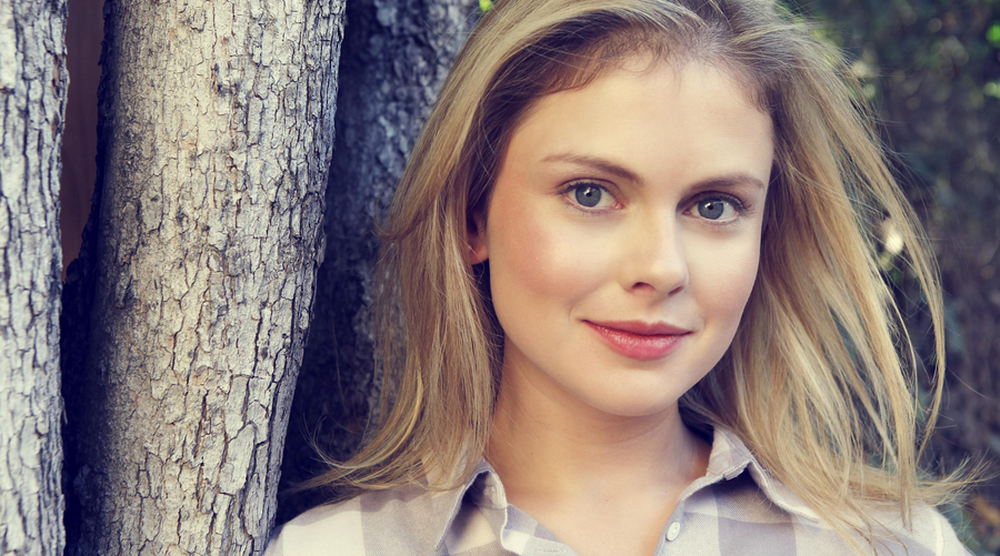 Rose McIver (iZombie) rejoint la distribution de la série Ghosts